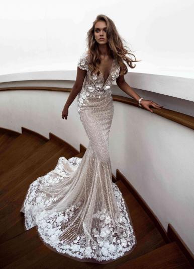 b587c0752af8d2e Свадебное платье с декольте купить в Санкт-Петербурге